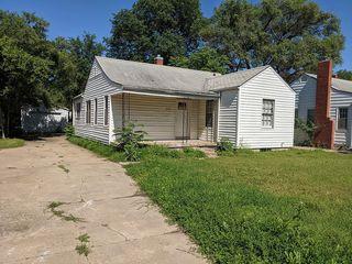 2137 S Laura Ave, Wichita, KS 67211
