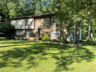 4829 Logan Arms Dr, Youngstown, OH 44505