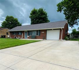 340 Lutz Dr, Englewood, OH 45322