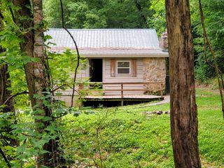 901 Carrs Creek Rd, Townsend, TN 37882
