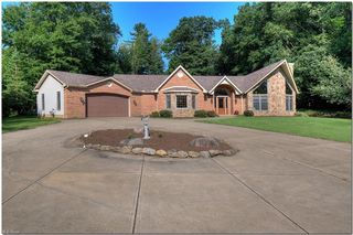 9136 Avery Rd, Broadview Heights, OH 44147