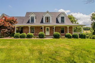 282 Green Bluff Dr, New Haven, MO 63068