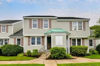 71 Victoria Heights Rd #71, Hyde Park, MA 02136
