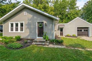 26682 Cranage Rd, Olmsted Falls, OH 44138