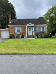 3674 N Saucon Ave, Center valley, PA 18034