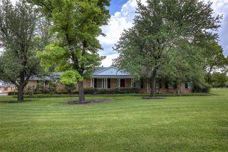 204 W Crockett St, Wolfe City, TX 75496