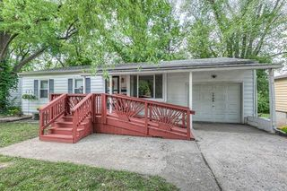 1706 S Trail Ridge Dr, Independence, MO 64050