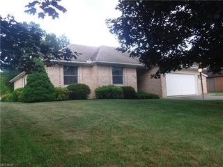 1802 Eagle Dr, Coshocton, OH 43812