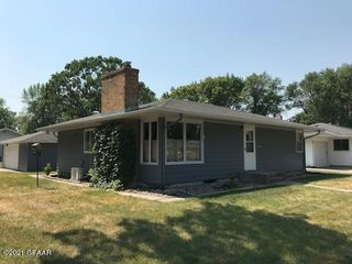 401 24th Ave S, Grand Forks, ND 58201