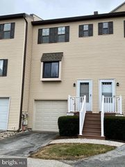 2515 Pond View Dr, West Chester, PA 19382