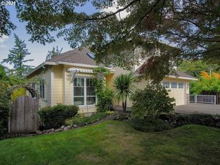 4523 SW Cullen Blvd, Portland, OR 97221