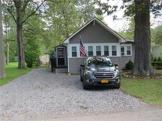 5823 Lakeview Ter, Lake View, NY 14085