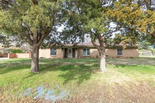400 Hurley Ave, Claude, TX 79019