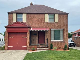 5046 Thomas St, Maple Heights, OH 44137