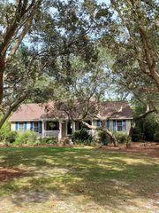 824 Crooked Oak Dr, Pawleys Island, SC 29585