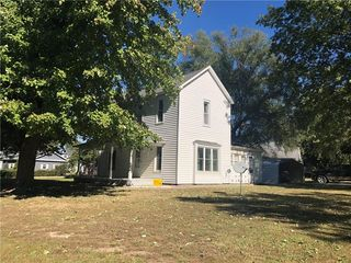 222 S College Ave, Brownstown, IL 62418