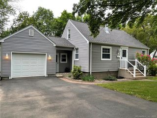 72 Greenwood Dr, Manchester, CT 06042