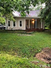 413 E 2nd St, Kenly, NC 27542