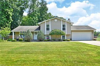 7024 Berry Blossom Dr, Canfield, OH 44406
