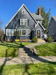 1629 Greenlawn Ave, Akron, OH 44301