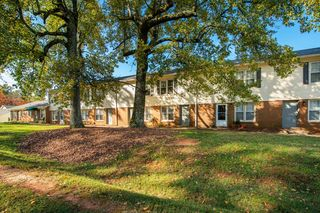 411 Lambeth Dr, Charlotte, NC 28213