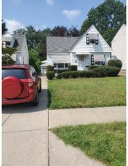 1066 Winston Rd, South Euclid, OH 44121