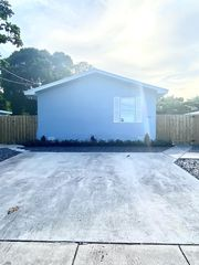 610 SE 2nd Ave #B, Delray Beach, FL 33483