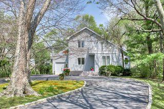100 Manor Ln, Riverhead, NY 11901