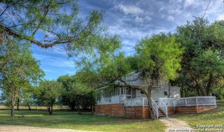 1674 Flatrock Cir, Leakey, TX 78873