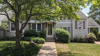 99 Victoria Heights Rd #99, Hyde Park, MA 02136