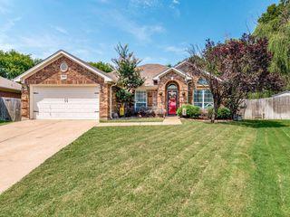 5502 Gessner Ct, Arlington, TX 76018