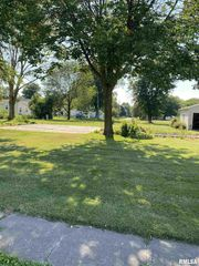 115 S 6th Ave, New Windsor, IL 61465