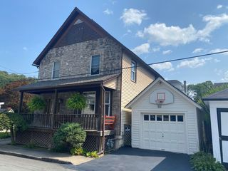 314 17th St, Honesdale, PA 18431