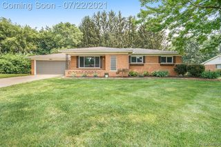5007 Woodberry Dr, Shelby Township, MI 48316