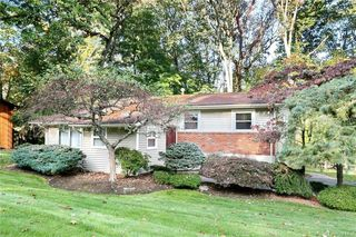 9 Orchard Ct, Spring Valley, NY 10977