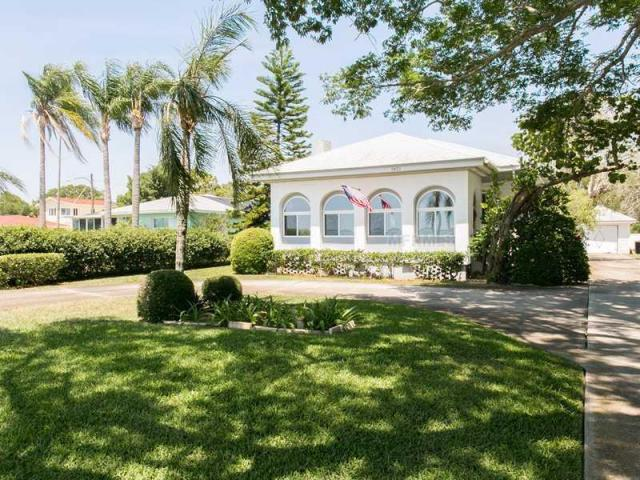 Why Edgewater Keeps Reminding Me Of >> 1951 Edgewater Dr Clearwater Fl 33755 2 Bath Single Family Home