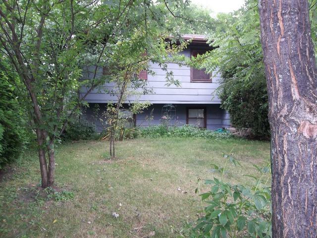 434 Sussex Ct, Park City, IL 60085