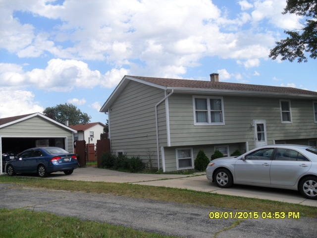 435 Sussex Ct, Park City, IL 60085