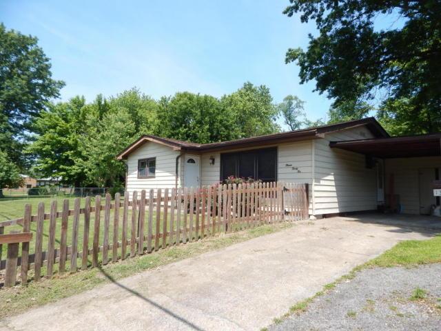 1322 W Hendrickson St, Marion, IL 62959