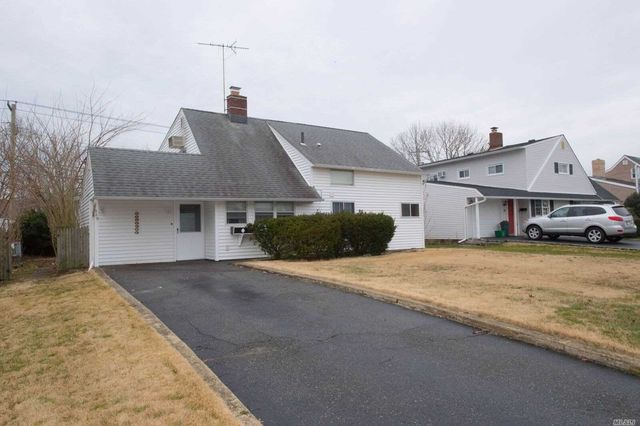 310 Duckpond Dr S, Wantagh, NY 11793 - 1 Bath Single-Family