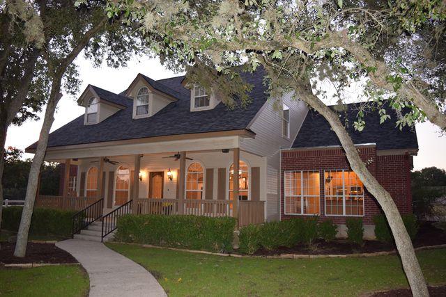 111 Pinnacle Pkwy, New Braunfels, TX 78132 - 3 Bath Single-Family