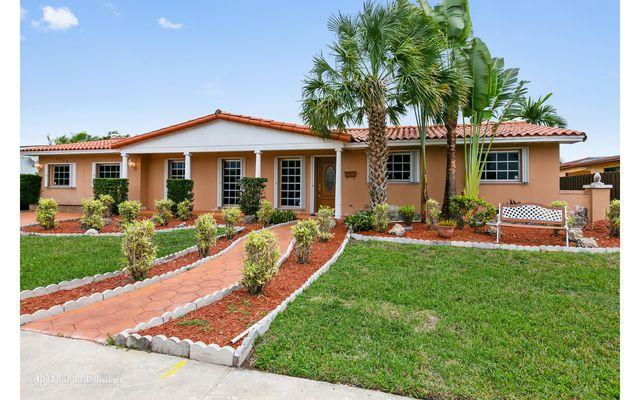 8323 SW 144th Ct, Miami, FL 33183 - 4 Bed, 2 Bath Single