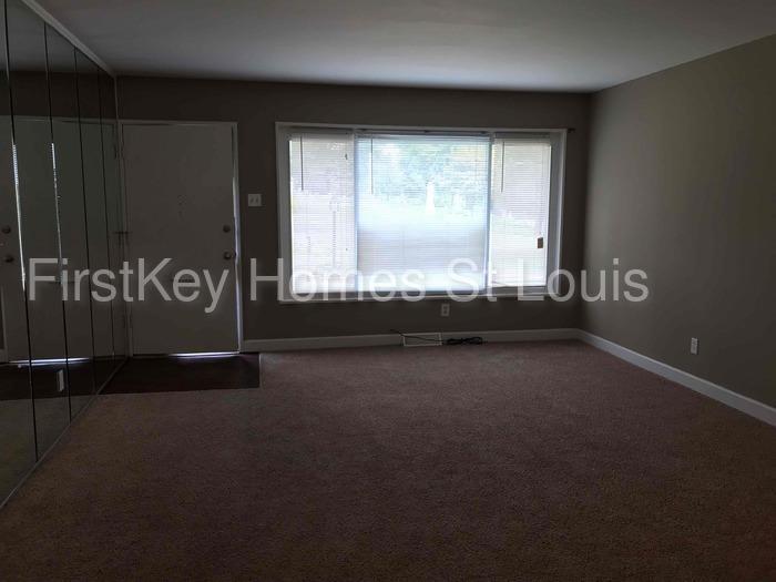 1238 Saint Cyr Rd, Saint Louis, MO 63137 - 3 Bed, 1 Bath Single
