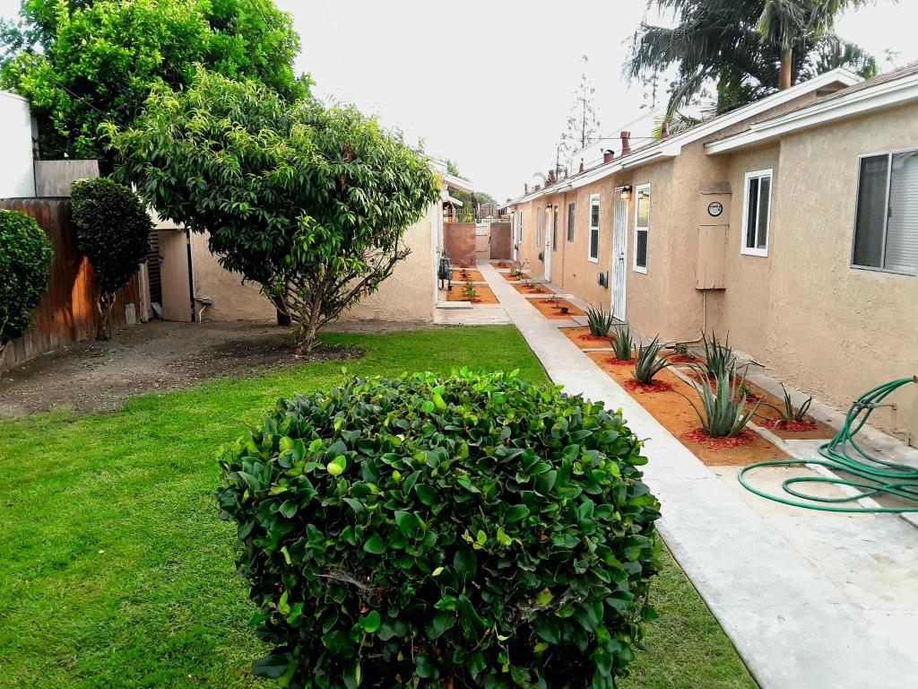 874 Chester St, Paramount, CA 90723