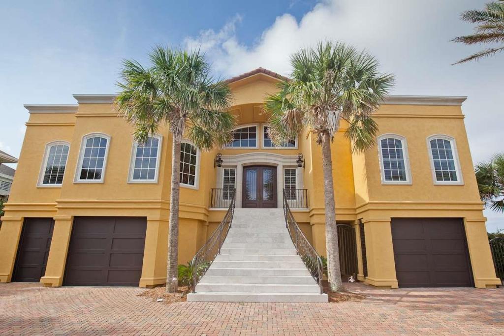 24 Calle Hermosa, Pensacola Beach, FL 32561