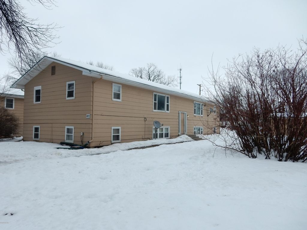 107 Cottonwood St, Grand Forks, ND 58201