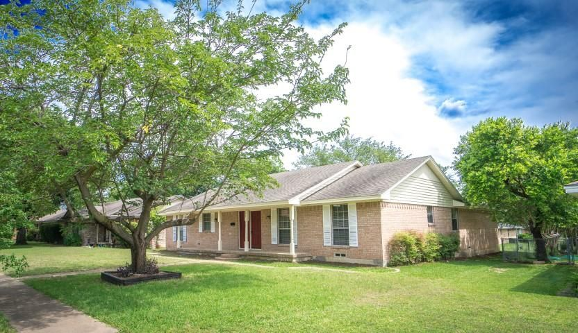 902 Magnolia Ln, Lancaster, TX 75146