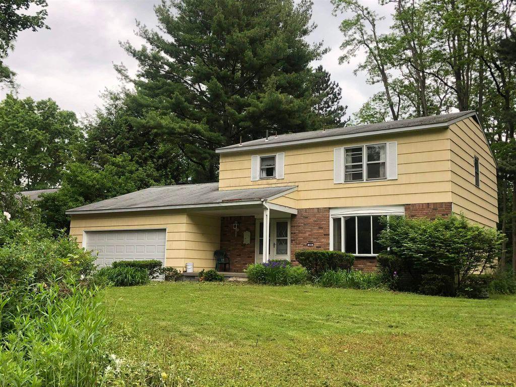 24 S Maple Ln, Loudonville, NY 12211