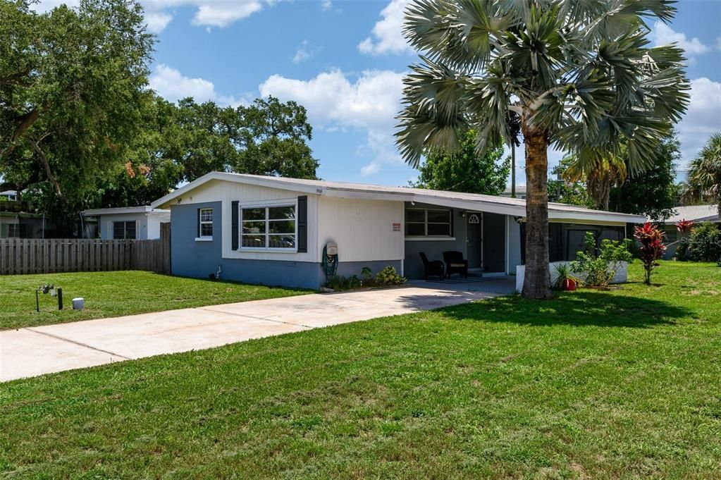 1806 58th Avenue Dr W, Bradenton, FL 34207
