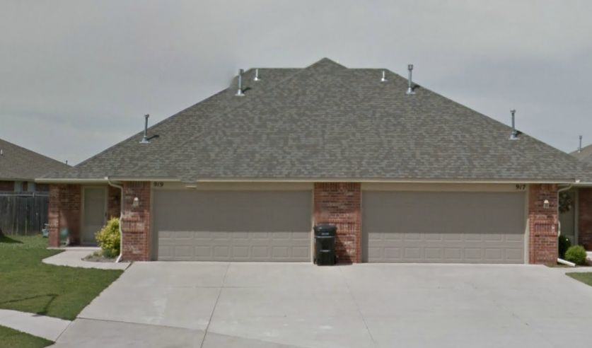 915 SW 37th St, Moore, OK 73160